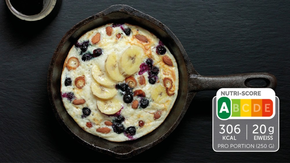Image of Süßes Omelette mit Früchten