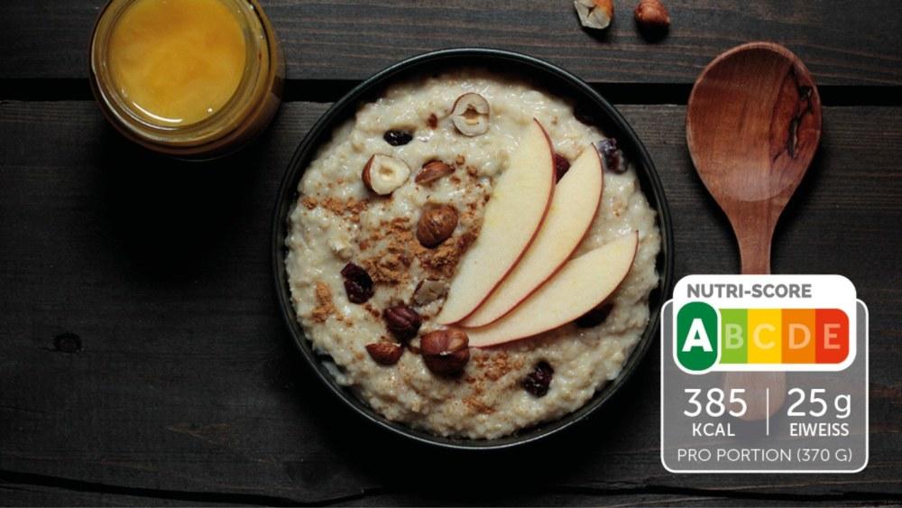 Image of Apfel-Porridge mit Nüssen