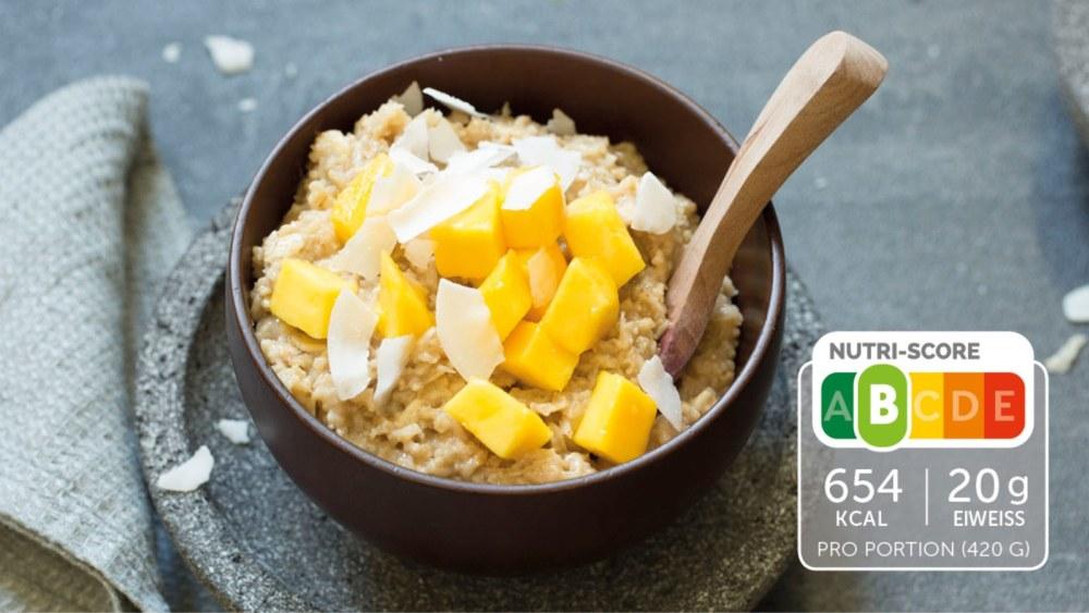 Image of Fruchtiger Porridge mit Kokos