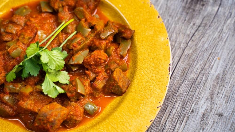 Imagen de Carne de Vacuno con Nopales y Salsa de Chile Guajillo