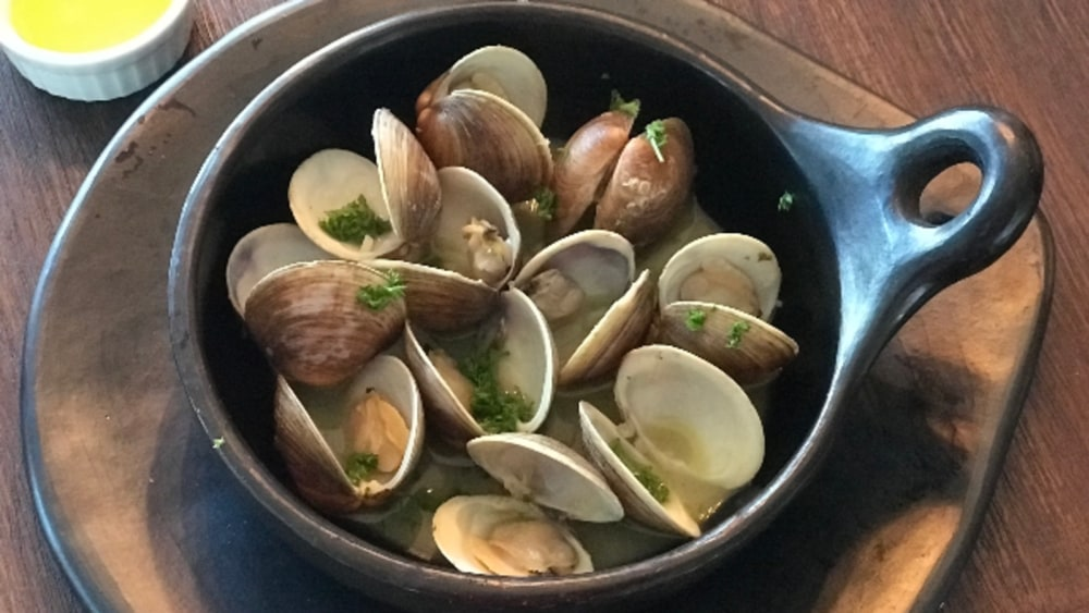 Image of Steamed Clams with Garlic