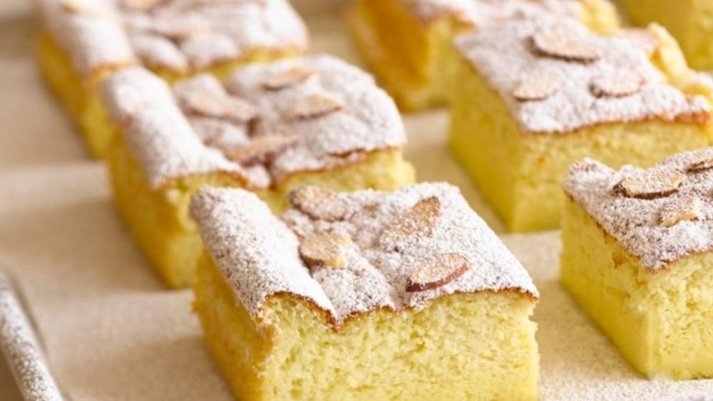 Image of Flourless Almond Cake with Raspberry Sauce