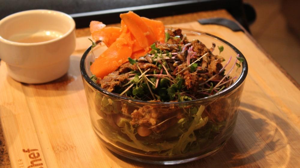 Image ofSalade protéinée avec carottes et gingembre lactofermentées