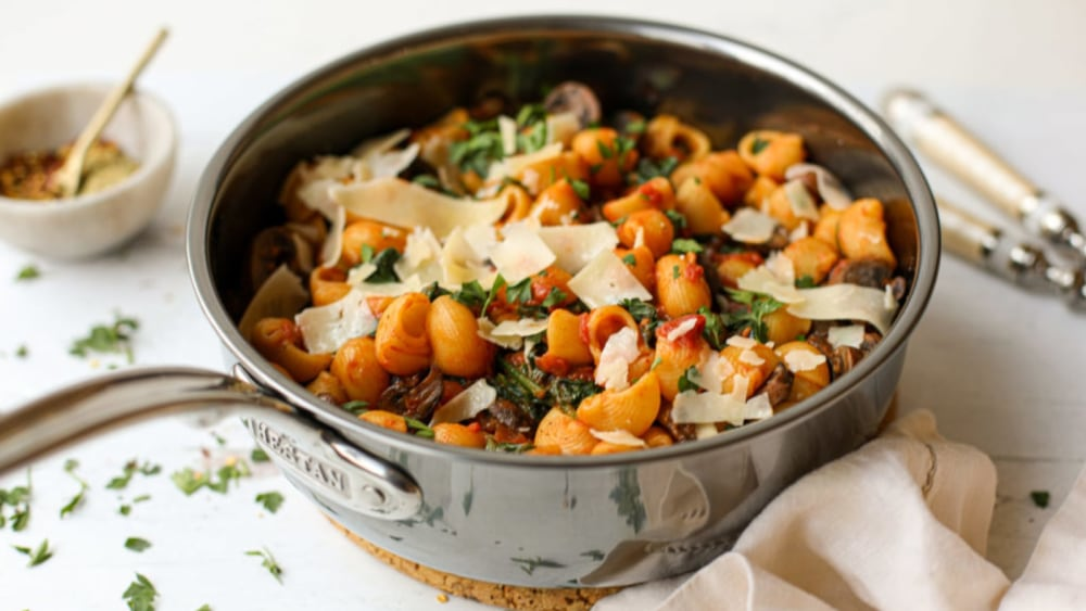 Image of Shellbows with Red Sauce, Mushrooms and Spinach