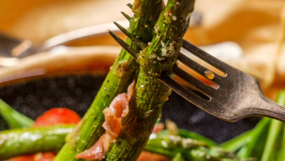 Image of ROASTED ASPARAGUS WITH RICOTTA & TOMATO