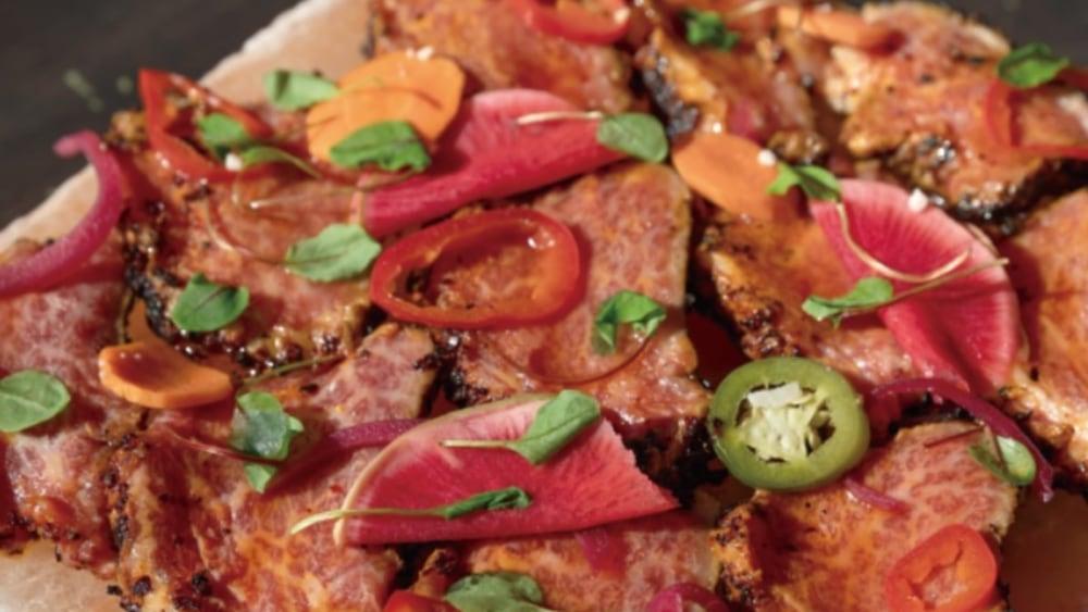 Image of Scharf angebratenes Wagyu Filet Tataki mit Salz, Chiliöl & Giardin