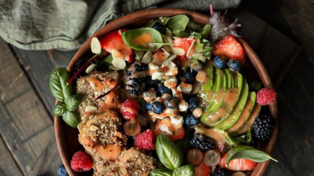 Image of Salade tofu amande & pacane et vinaigrette pêche & Dijon