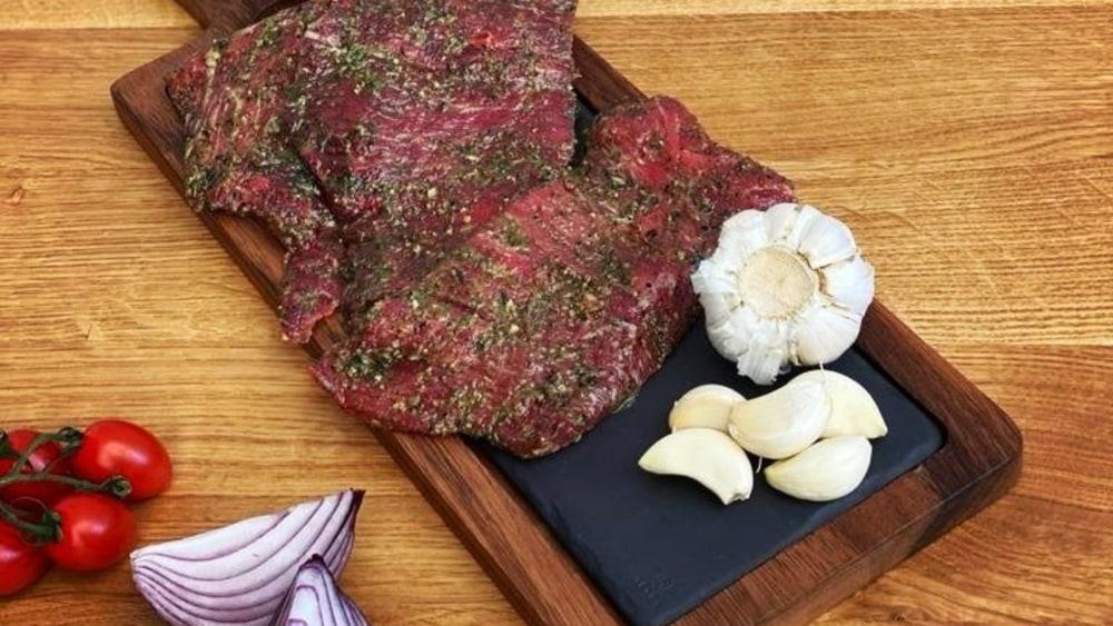 Image ofFlank Steak cu Salsa de Roșii și un Twist à la Sasu'