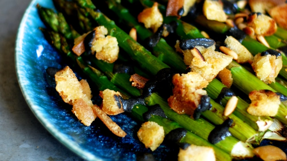 Image of Asparagus with tahini bread and pine nuts