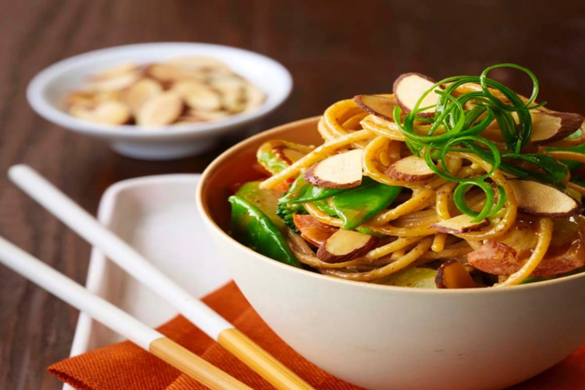 Image of Asian Noodle Bowl With Spicy Almond Sauce