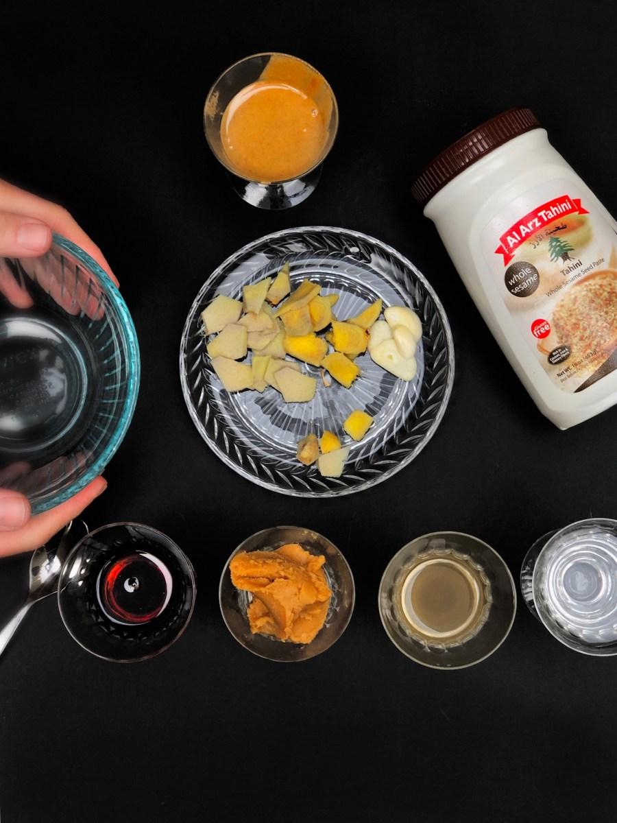 Image ofVerduras rostizadas con arroz integral, quinoa y salsa de miso con tahini