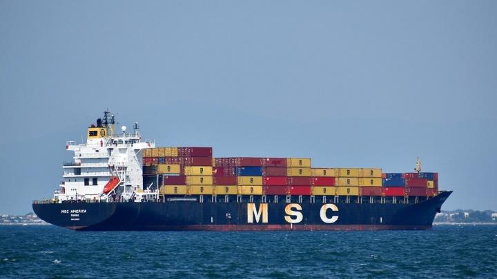 kapal cargo