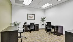 Dedicated Desk at Carr Workplaces | Las Olas - pickspace.com