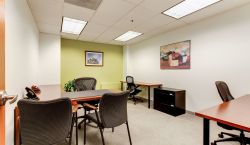 Hot Desk at Carr Workplaces | City Center - pickspace.com