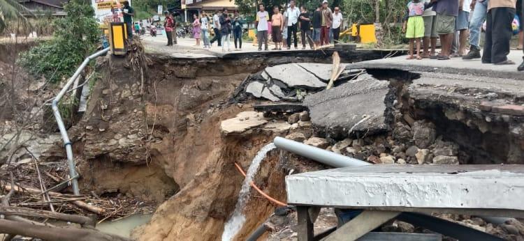 Jalan Perbatasan Kelurahan Tanah Jawa dengan Nagori Tanjung Pasir atau Jalan Lintas P.Siantar-BP.Mandoge  yang Terputus