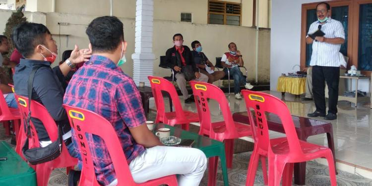 Asner Silalahi saat Berbincang dengan Sejumlah Wartawan
