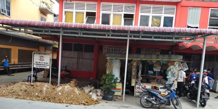 Bangunan kios baru di Pasar Hongkong Jalan Diponegoro Pematangsiantar, diduga dibangun tanpa IMB oleh PD PAUS