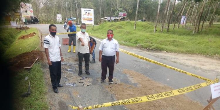 PT. BSRE Dolok Meranggir Kecamatan Dolok Batunanggar Kabupaten Simalungun saat Melakukan Pengerjaan Perbaikan Jalan