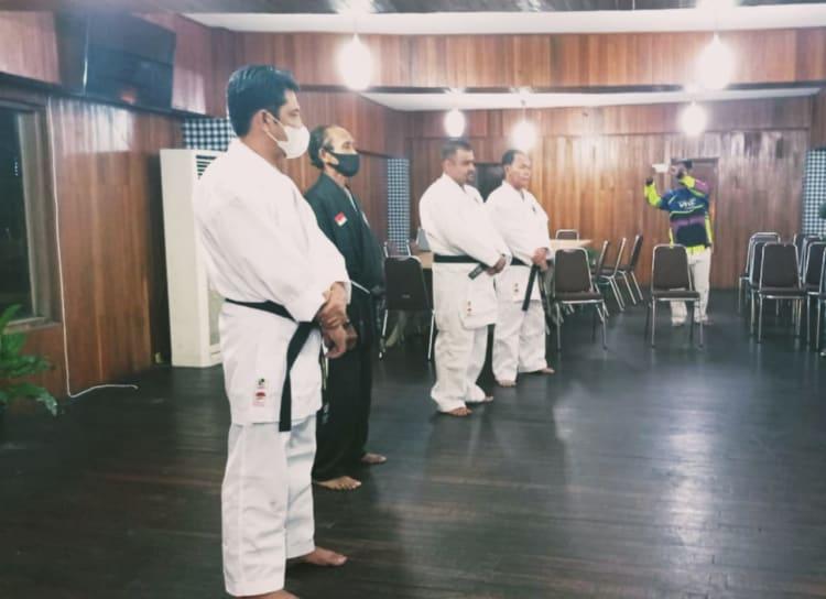 Hasim-TPS Terima Sabuk Hitam Penghormatan Karate-Do Tako Indonesia
