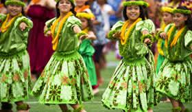 Hawaiian girls dancing at luau
