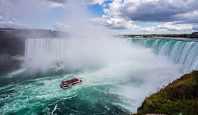 Guided boat tour of Niagara Falls in Canada with Cosmos