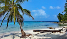 Remote Snorkeling Beach in San Blas Islands, Panama
