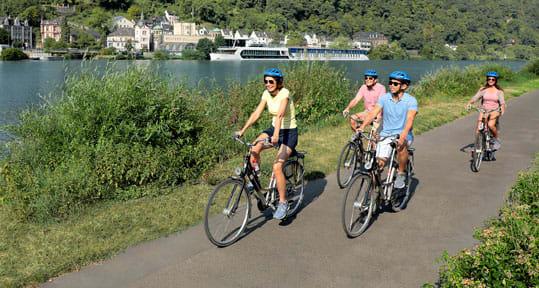 People biking along the Rhine