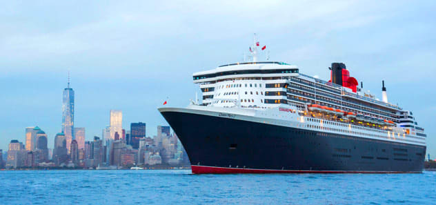 Alan Cumming will the guest of honor on the January 3, 2019 transatlantic sailing on the Queen Mary 2