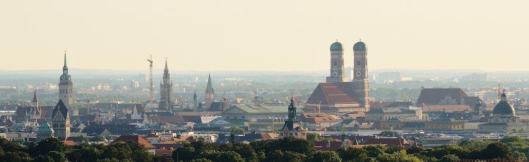 Skyline der Stadt München mit historischen Gebäuden