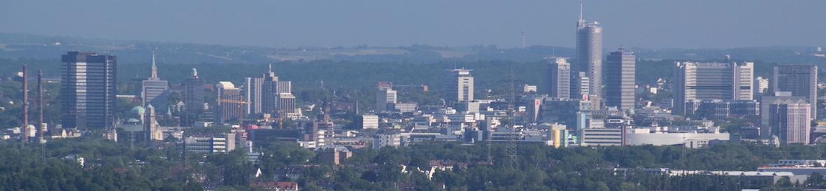 Skyline der Stadt Essen mit Gebäuden und Bäumen als Symbol für eCommerce-Logistik in Essen