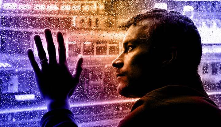sad man and rain hx1iiy Μια λέξη που δεν προφέρθηκε, ένα χέρι που δεν απλώθηκε