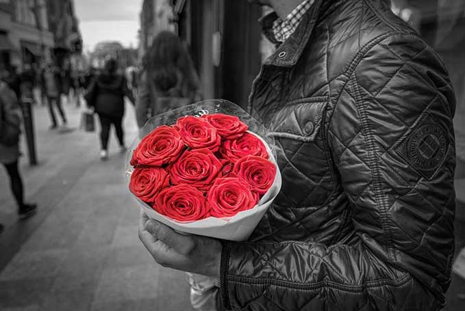 abouquet roses fz2bc6 gp01qu Είσαι το σχήμα της αλήθειας μου και δεν μπορεί να αιχμαλωτιστείς μέσα σε κανένα στερεότυπο