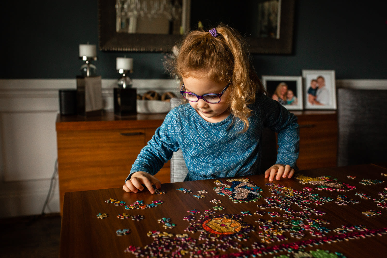 girl playing puzzle raleigh family photographer