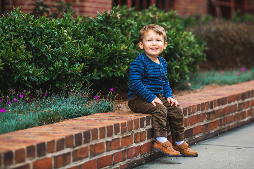 kids photographer outdoor photo session