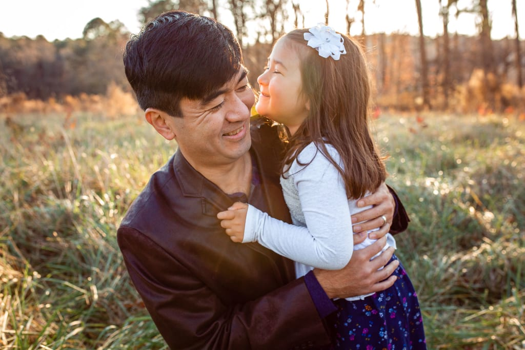 how to pose family members for candid portraits