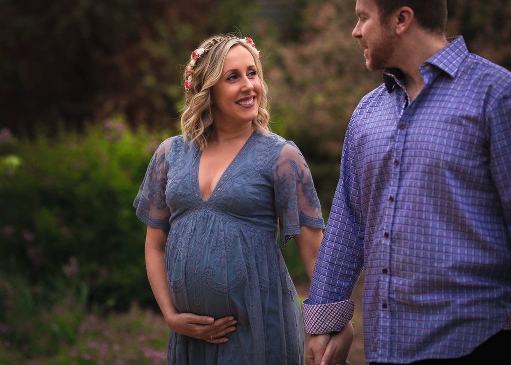 Professional maternity photographer in Raleigh