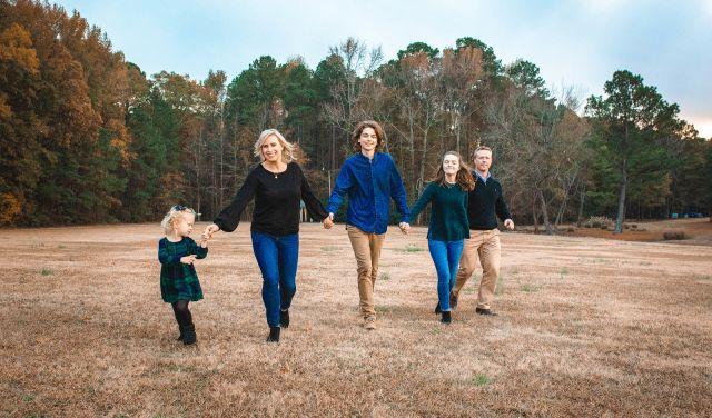 big family photo session at benson lake park
