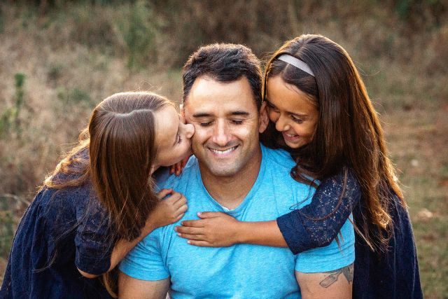 daddy with girls photo session
