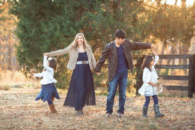 outdoor portrait session with family of 4