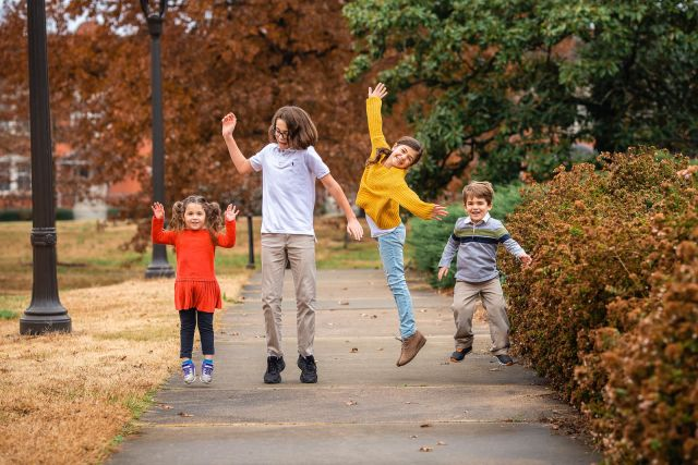 ideas for family outfits for outdoor photo shoot in raleigh