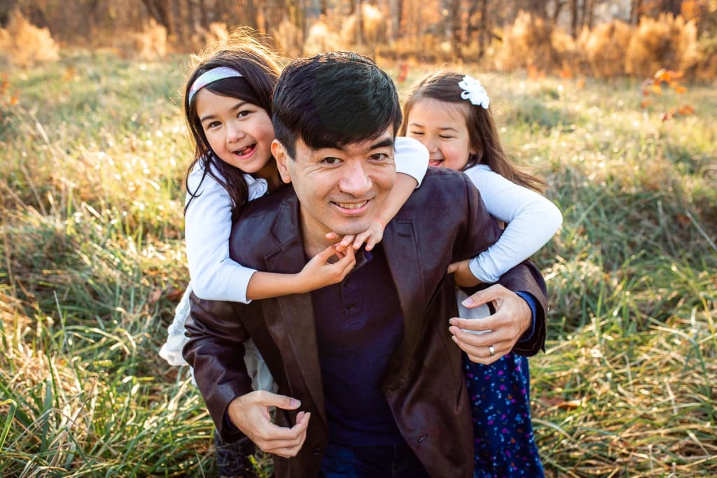 ideas for posing family photo sessions