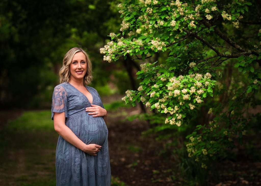 outdoor maternity photo session in Raleigh