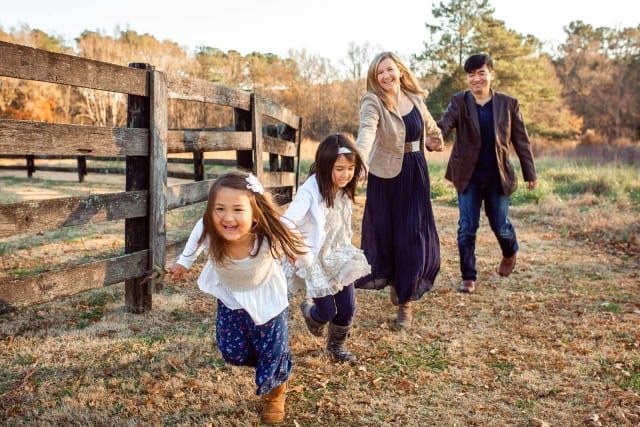 how to pose family of for 4 to create candid portraits