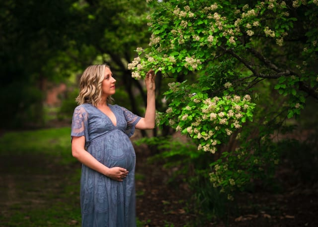 Professional maternity photographer at JC Raulston Arboretum