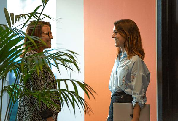 relation client femmes sourire