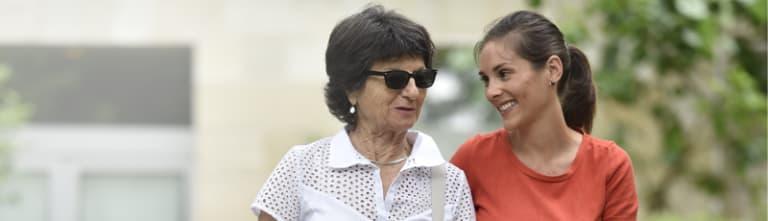 Photo de deux femmes d'âges différents