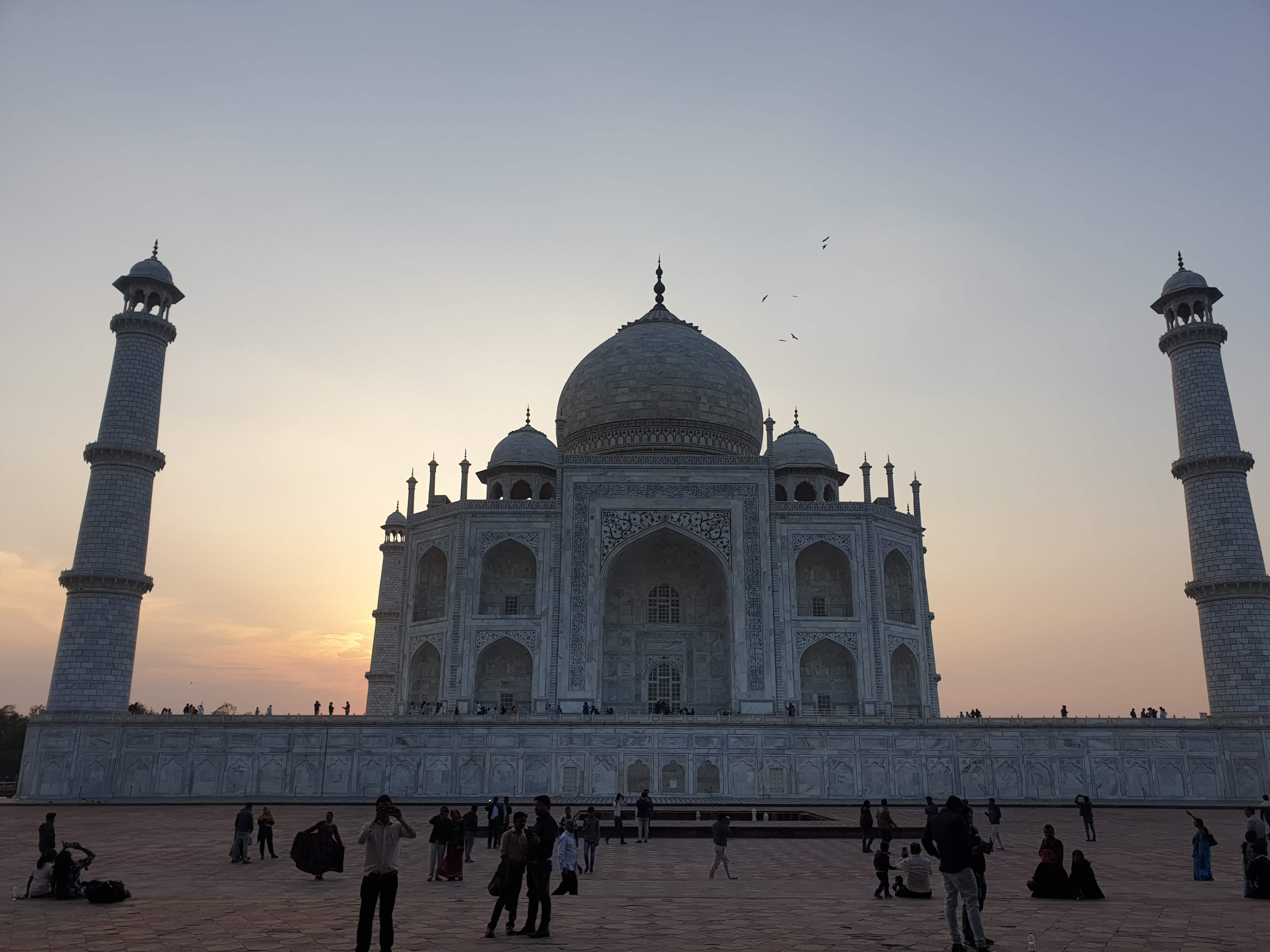 All Inclusive same day tour of Taj Mahal & Fatehpur Sikri from Delhi by Car