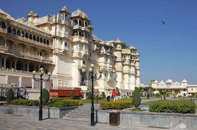 From Udaipur: Half Day tour of Udaipur with Transfers