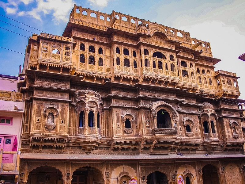 From Jaisalmer: Walking Tour of Havelis with a Visit to Jain Temple