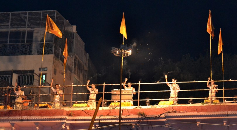 Varanasi:Sunrise tour with Ganga aarti,Akhada visit,Ancient stepwell & Breakfast